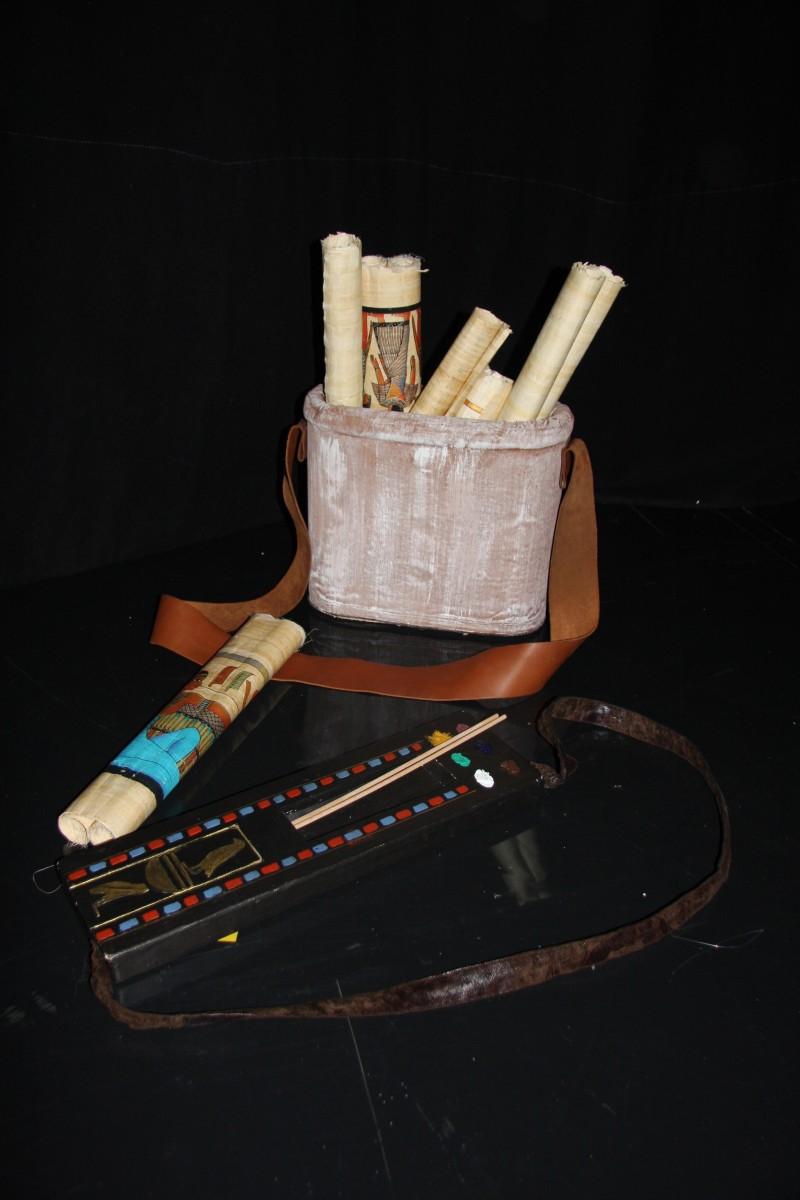 photo-accessoires-theatre-cleopatre-papyrus