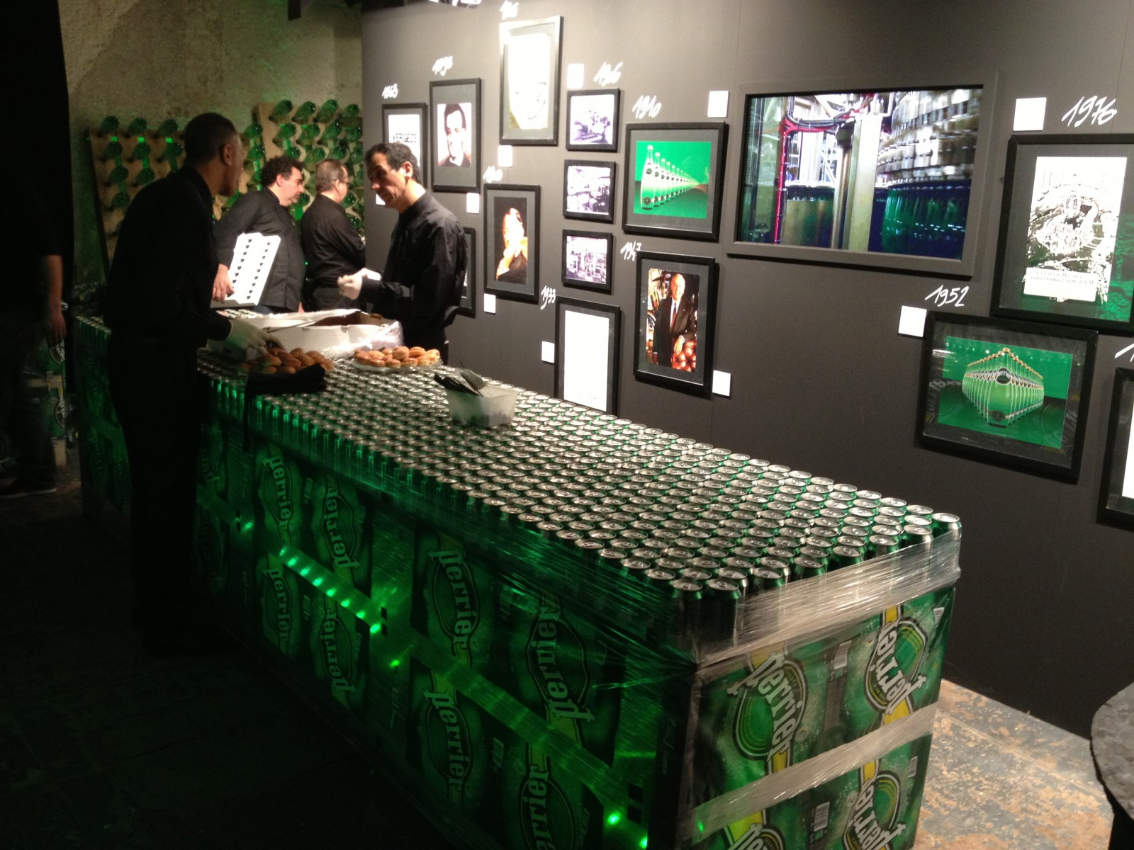 photo décor 150 ans perrier table canette