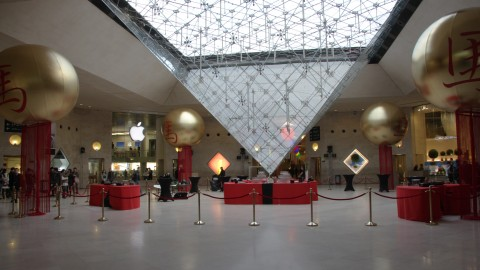 photo-scenographie-evenementielle-carroussellouvre-pyramide