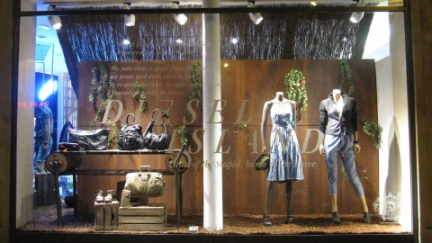 photo-vitrine-de-luxe-diesel2012-couple
