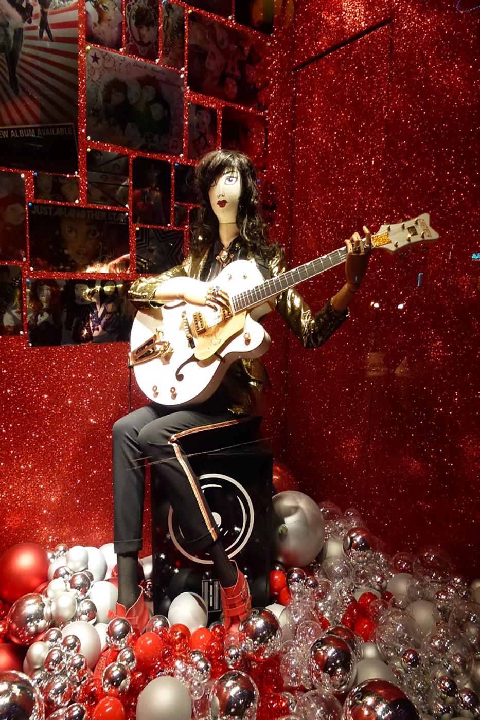 photo  Vitrine Galerie Lafayette - Noël 2011 guitare