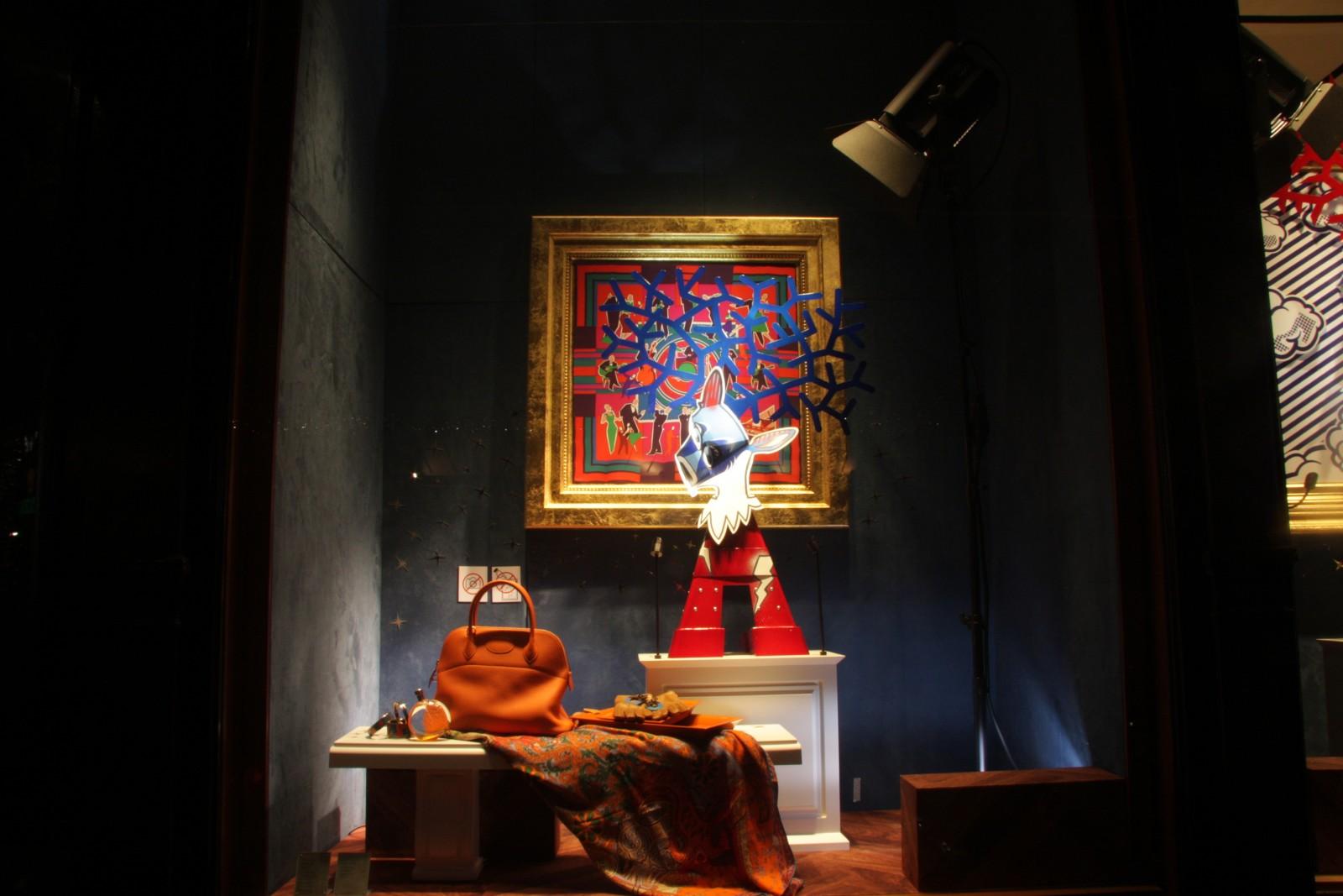Decoration Automne Vitrine : Vitrine hermès cadres atelier nils rousset