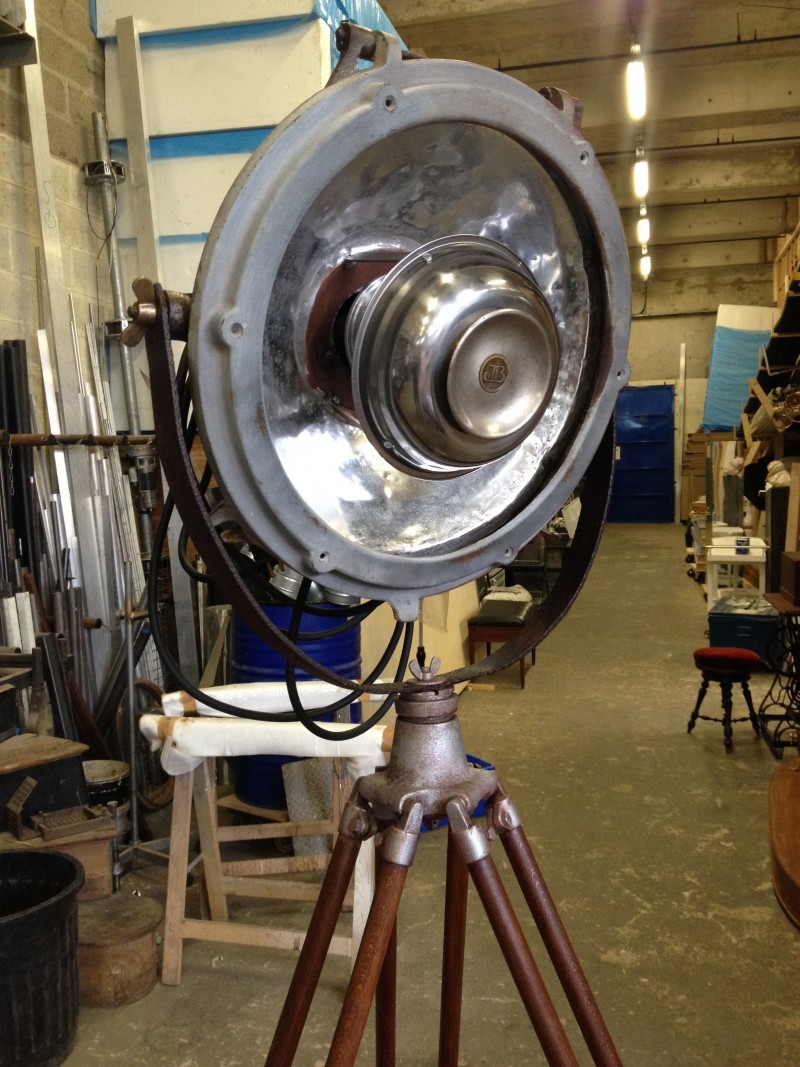 photo-accessoires-theatre-mistinguette-lampe