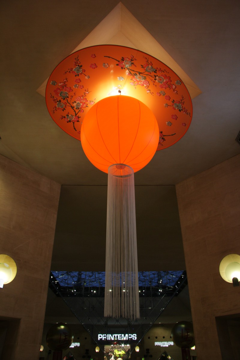 photo-scenographie-evenementielle-carroussellouvre-orange