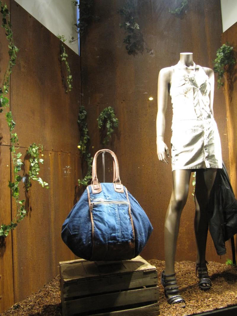 photo-vitrine-de-luxe-diesel2012-femme