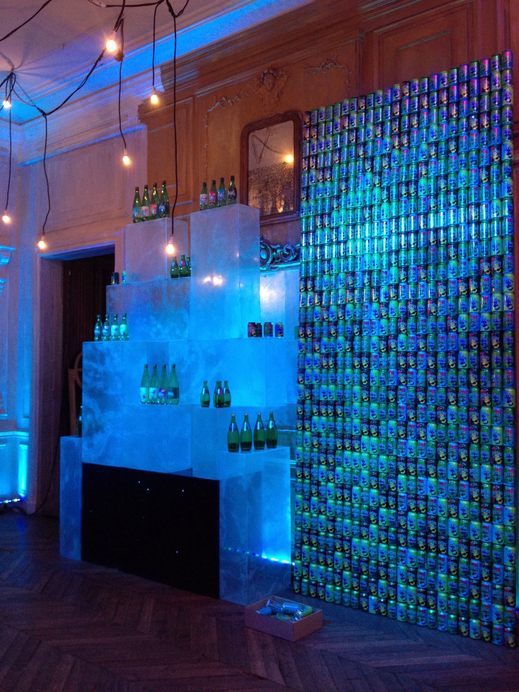 photo-perrier-150-ans-mur-canettes