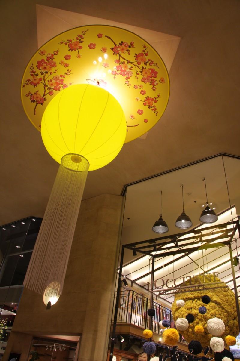 photo-scenographie-evenementielle-carroussellouvre-jaune