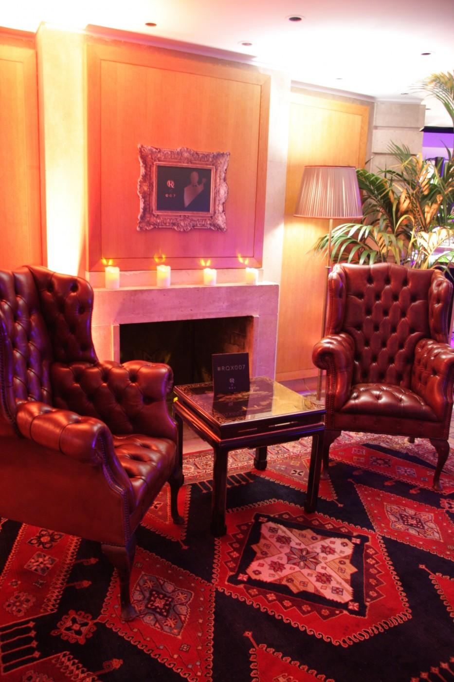 création d'un salon avec 2 superbes fauteuils capitonnés en cuir