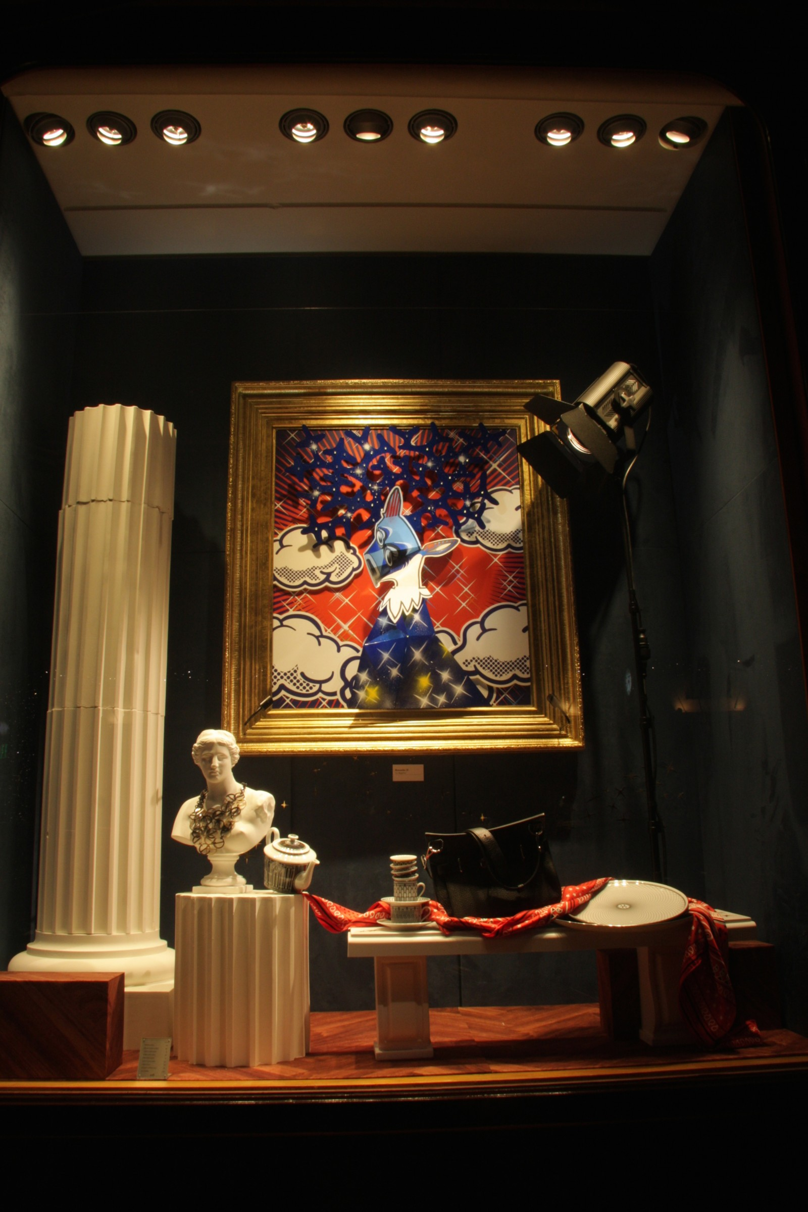 Vitrine herm s cadres atelier nils rousset for Decoration de noel luxe