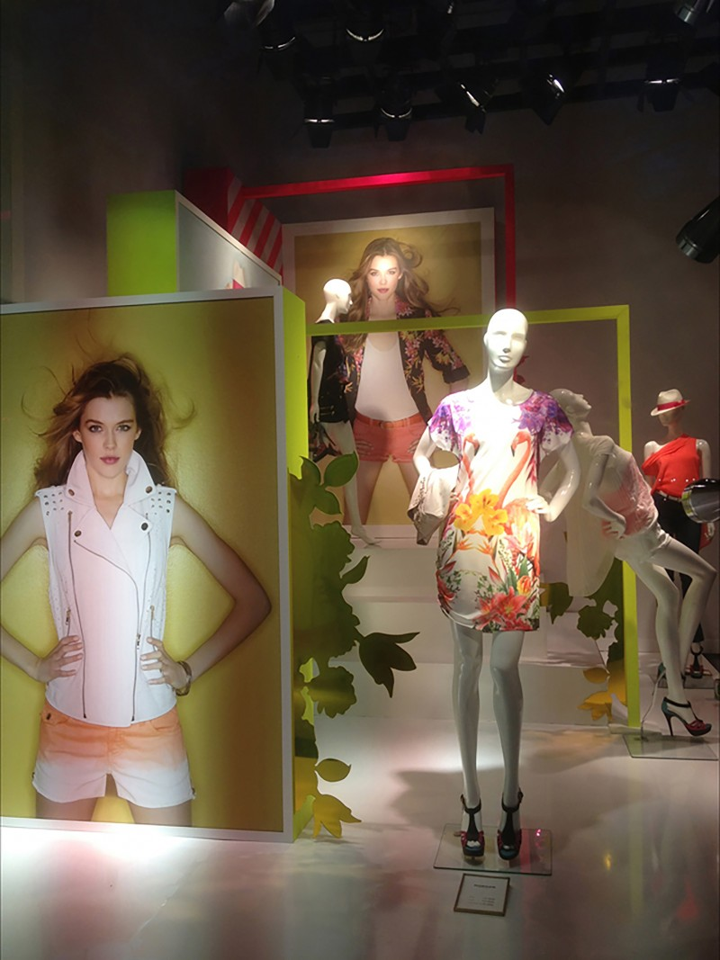 photo  Vitrine Morgan - Printemps 2013  robe